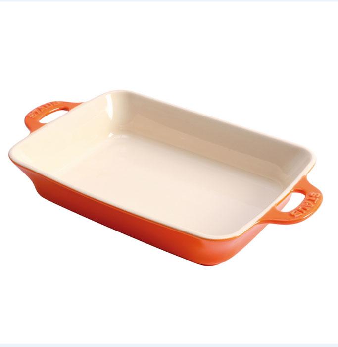 Форма прямоугольная керамическая, 27х20 см, оранжевая40511-147Посуда изготовлена из глины, покрытой эмалью из стеклянного порошка. Не содержит свинца! Подходит для использования в духовке и микроволновой печи, может использоваться для сервировки. Нельзя использовать на открытом огне. Можно помещать в морозильную камеру,но не ставить керамическую посуду из морозильной камеры сразу в горячую духовку. Чтобы не обжечься, пользуйтесь прихватками. Можно мыть в посудомоечной машине или вручную, используя губку. Сушить вверх дном. Адрес изготовителя: Шен Йин Груп Лимитед, 23 этаж, Винг Ханг Файненс Центр, 60 Глоусестер Роадб Ванчаи, Гонконг, Китай (Shan Yin Group Limited, 23 Floor, Wing Hang Finance Centre, 60 Gloucester Road, Wanchai, Hong Kong) Характеристики: Материал: глина, покрытой эмалью из стеклянного порошка. Размер: 27х20 см. Цвет: оранжевая. Артикул: 40511-147.