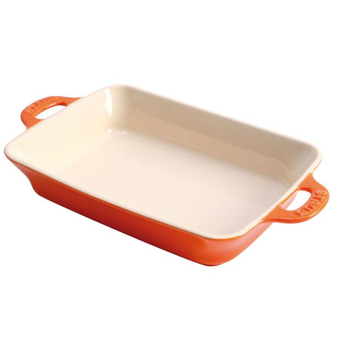 Форма прямоугольная керамическая Staub, цвет: оранжевый, 34 х 24 х 6,5 см40511-152Прямоугольная форма Staub изготовлена из керамики, покрытой эмалью из стеклянного порошка. Не содержит свинца. Она отлично подойдет для приготовления и подачи на стол разнообразных запеканок, кексов и пирогов. Подходит для использования в духовке, гриле и микроволновой печи, может использоваться для сервировки. Нельзя использовать на открытом огне. Можно помещать в морозильную камеру, но не ставить керамическую посуду из морозильной камеры сразу в горячую духовку. Можно мыть в посудомоечной машине или вручную, используя губку. Сушить вверх дном. Максимальная и минимальная температура использования: +300°С/-20°С.