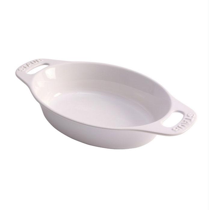 Форма овальная керамическая Staub, цвет: белый, 29 см х 20 см х 5,5 см40511-159Овальная форма Staub изготовлена из керамики, покрытой эмалью из стеклянного порошка. Не содержит свинца. Она отлично подойдет для приготовления и подачи на стол разнообразных запеканок, кексов и пирогов. Подходит для использования в духовке, гриле и микроволновой печи, может использоваться для сервировки. Нельзя использовать на открытом огне. Можно помещать в морозильную камеру, но не ставить керамическую посуду из морозильной камеры сразу в горячую духовку. Можно мыть в посудомоечной машине или вручную, используя губку. Сушить вверх дном. Максимальная и минимальная температура использования: +300°С/-20°С.