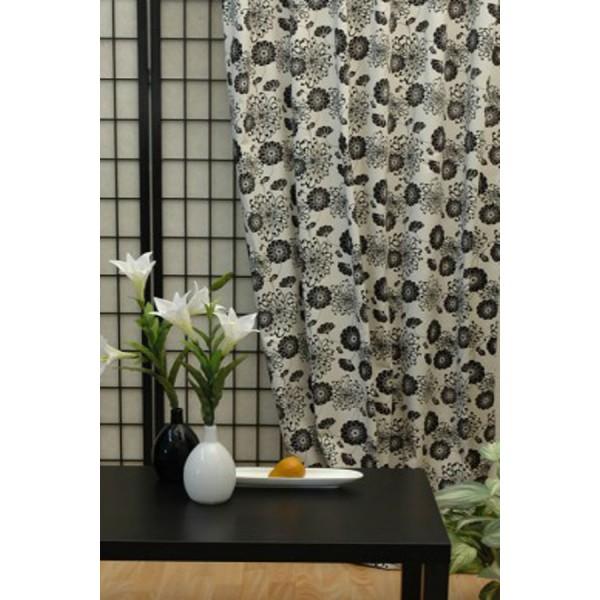Гардина Schaefer на петлях, цвет: белый, черный, 140 см х 245 см. 06135-59606135-596Гардина Schaefer выполнена из полиэстера белого цвета и оформлена черным изображением цветов. Такое сочетание подойдет к сдержанной, выдержанной в одном стиле обстановке комнаты. В верхнюю часть гардины вшиты специальные петли. Для подвешивания гардины достаточно лишь продеть в них карниз. Гардина прекрасно подойдет для подвешивания на настенный карниз. Оригинальное оформление гардины внесет разнообразие и подарит заряд положительного настроения. Характеристики: Материал: 80% хлопок, 20% полиэстер. Размер гардины (Ш х В): 140 см х 245 см. Цвет: белый, черный. Ширина петли: 5 см. Длина петли: 10 см. Немецкая компания Schaefer создана в 1921 году. На протяжении всего времени существования она создает уникальные коллекции домашнего текстиля для гостиных, спален, кухонь и ванных комнат. Дизайнерские идеи немецких художников компании Schaefer воплощаются в текстильных изделиях, которые сделают ваш дом красивее и уютнее и не...