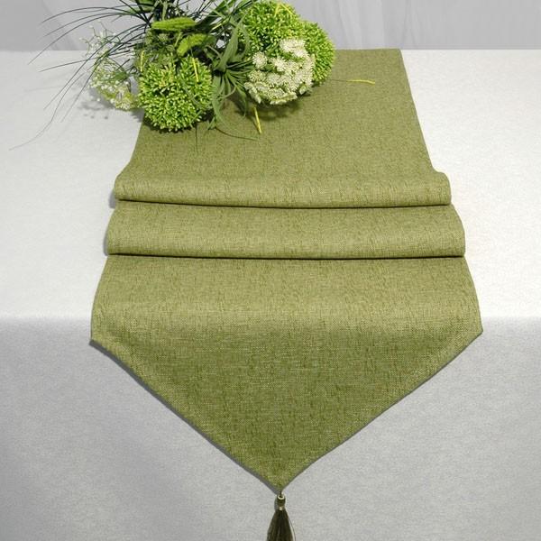 Дорожка для декорирования стола Schaefer, прямоугольная, цвет: зеленый, 40 x 160 см 06748-25406748-254Дорожка Schaefer выполнена из высококачественного полиэстера (60%) с добавлением акрила (35%) и украшена элегантными кистями на концах. Вы можете использовать дорожку для декорирования стола, комода или журнального столика. Благодаря такой дорожке вы защитите поверхность мебели от воды, пятен и механических воздействий, а также создадите атмосферу уюта и домашнего тепла в интерьере вашей квартиры. Изделия из искусственных волокон легко стирать: они не мнутся, не садятся и быстро сохнут, они более долговечны, чем изделия из натуральных волокон.
