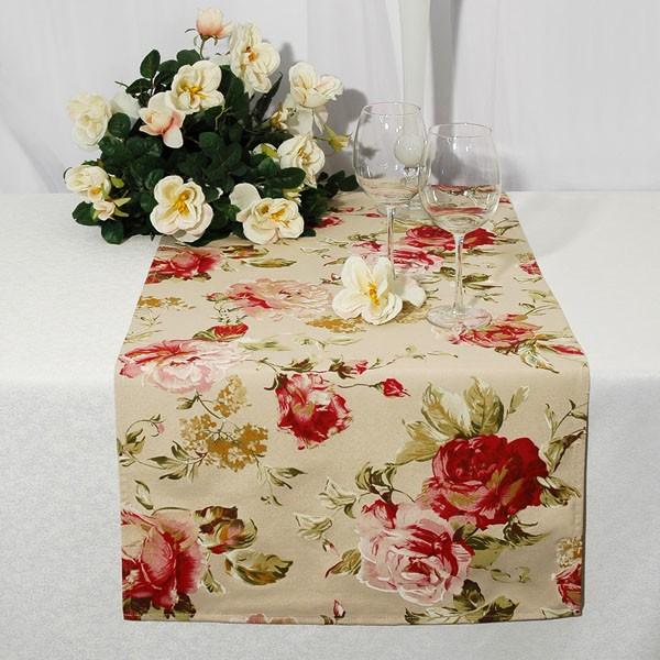 Дорожка для декорирования стола Schaefer, прямоугольная, цвет: серый, розовый, 40 x 160 см 07192-25407192-254Дорожка Schaefer выполнена из высококачественного полиэстера и хлопка серого цвета и украшена розами. Вы можете использовать дорожку для декорирования стола, комода или журнального столика. Благодаря такой дорожке вы защитите поверхность мебели от воды, пятен и механических воздействий, а также создадите атмосферу уюта и домашнего тепла в интерьере вашей квартиры. Изделия из искусственных волокон легко стирать: они не мнутся, не садятся и быстро сохнут, они более долговечны, чем изделия из натуральных волокон.