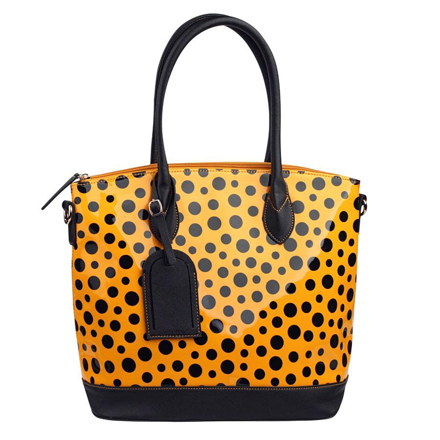 Сумка женская Orsa Oro, цвет: желтый, черный. DK-346DK-346/28 желтыйОригинальная женская сумка Orsa Oro изготовлена из экокожи и лакированной кожи, декорирована узором в горох. Ручки-жгуты прочно крепятся к корпусу сумки. Одна из ручек оформлена стильным фирменным брелоком. Изделие закрывается на застежку-молнию. Внутреннее отделение, разделенное средником на застежке-молнии, дополнено двумя открытыми кармашками и врезным карманом на застежке-молнии. На обратной стороне расположен врезной карман, закрывающийся на застежку-молнию. В комплект с сумкой входит съемный плечевой ремень регулируемой длины. Изделие упаковано в текстильный мешок. Эффектная сумка Orsa Oro подчеркнет вашу яркую индивидуальность и сделает образ завершенным.