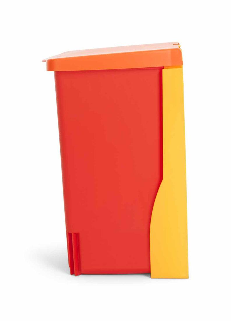 Ведро для мусора Brabantia, встраиваемое, цвет: красный, 10 л482267Встраиваемое ведро для мусора Brabantia, выполненное из прочного пластика, обеспечит долгий срок службы и легкую чистку. Ведро поможет вам держать мелкий мусор в порядке и предотвратит распространение неприятного запаха. Откидная пластиковая крышка открывается и закрывается бесшумно и плотно прилегает к ведру. Ведро предназначено для подвешивания на стену (крепежные элементы входят в комплект). Ведро легко устанавливается на кронштейн и снимается с него. По размеру идеально подходят мешки для мусора с завязками (размер С). Ведро идеально подходит для использования в помещениях с повышенной влажностью (ванная комната, кухня и т.д.), также прекрасно подойдет для хранения игрушек в детской, а также инструментов в гараже или сарае. Ширина: 26 см. Высота: 33 см. Глубина: 21 см.