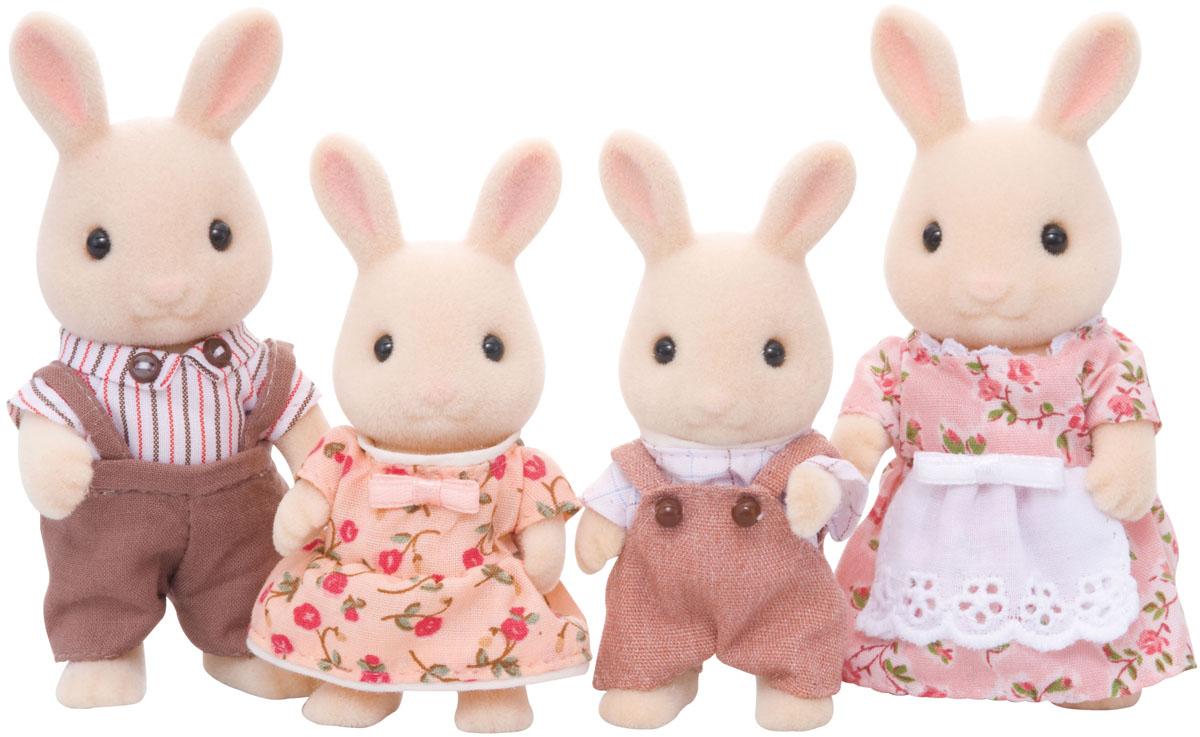 Sylvanian Families Набор фигурок Семья Молочных Кроликов3144Игровой набор Sylvanian Families Семья Молочных Кроликов привлечет внимание вашей малышки и не позволит ей скучать. Набор включает в себя фигурки кроликов: мамы, папы, дочки и сыночка. Симпатичные животные выполнены из пластика и покрыты мягким приятным на ощупь флоком. Они одеты в костюмчики и платья, которые с легкостью можно снять при необходимости. Ваша малышка будет часами играть с набором, придумывая различные истории. Sylvanian Families - это целый мир маленьких жителей, объединенных общей легендой. Жители страны Sylvanian Families - это кролики, белки, медведи, лисы и многие другие. У каждого из них есть дом, в котором есть все необходимое для счастливой жизни. В городе, где живут герои, есть школа, больница, рынок, пекарня, детский сад и множество других полезных объектов. Жители этой страны живут семьями, в каждой из которой есть дети. В домах Sylvanian Families царит уют и гармония. Домашние животные радуют хозяев. Здесь продумана каждая...