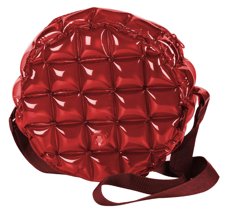 Сумка надувная Inflat Decor, цвет: бордовый. 01200120 Funky RedЯркая надувная сумка - великолепный аксессуар на лето! Сумка круглой формы выполнена из ПВХ и снабжена ручкой из полиэстера. Модель закрывается на застежку-молнию. Сумка легко надувается при помощи мини-насоса (входит в комплект) или рта. В сдутом виде сумка очень компактна и не займет много места. Надувная сумка - отличное решение для летней прогулки. Характеристики: Материал: ПВХ, полиэстер. Размер сумки: 33 см х 33 см х 13 см.