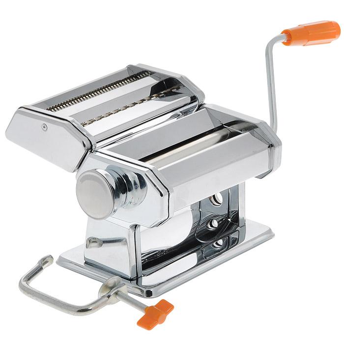 Спагетница Bradex ФеттуччинеTK 0045Спагетница Bradex Феттуччине, выполненная из первоклассной нержавеющей стали, поможет вам приготовить домашние спагетти. Требуется сначала раскатать приготовленное тесто, а затем пропустить его через насадку для нарезки. Толщина спагетти регулируется специальным колесиком, а ее ручной механизм не нуждается в электричестве или батарейках. Благодаря спагетнице можно изготовить различные типы макаронных изделий, в зависимости от ваших вкусовых предпочтений. Изделие имеет 6 положений толщины теста и 2 положения ширины лапши при резке. В комплекте - инструкция по приготовлению теста и использованию машинки. Нельзя мыть изделие под водой и в посудомоечной машине. Размер спагетницы (без учета ручки): 20 см х 21 см х 14,5 см. Минимальная толщина получаемых спагетти: 0,2 мм. Максимальная толщина получаемых спагетти: 9 мм.