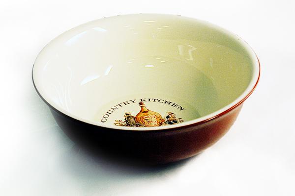 Салатник Terracotta Сардиния, диаметр 22 смTLY308-BT-ALСалатник Terracotta выполнен из жаропрочной керамики и покрыт высококачественной глазурью. Он способен не только украсить ваш дом, но так же пополнить вашу коллекцию. Данная посуда идеально подходит для выпечки, приготовления различных блюд и разогревания пищи в духовом шкафу или микроволновой печи. Может использоваться для хранения продуктов, в том числе в холодильнике.