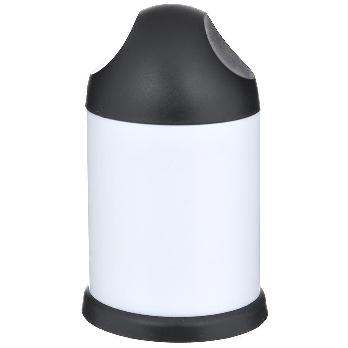 Терка для шоколада Bradex Сластена/Фуршет, цвет: черный, белый. TD 0075TD 0075Терка для шоколада Bradex Сластена/Фуршет изготовлена из прочного пластика. В комплект входят 2 насадки из нержавеющей стали для мелкой и крупной стружки. Терка может использоваться для измельчения шоколада, орехов, печенья, сухарей и т.п. Терка работает просто - поверните крышку и покрошите продукты в мелкую или крупную стружку за несколько мгновений. Такая терка пригодится для декорации десертов, во время приготовления пирогов и мороженого. Стружка благодаря Bradex Сластена/Фуршет получится ровной и аккуратной, а ваши руки при этом не испачкаются. Теперь приготовленное вами блюдо будет не только вкусным, но и красивым!