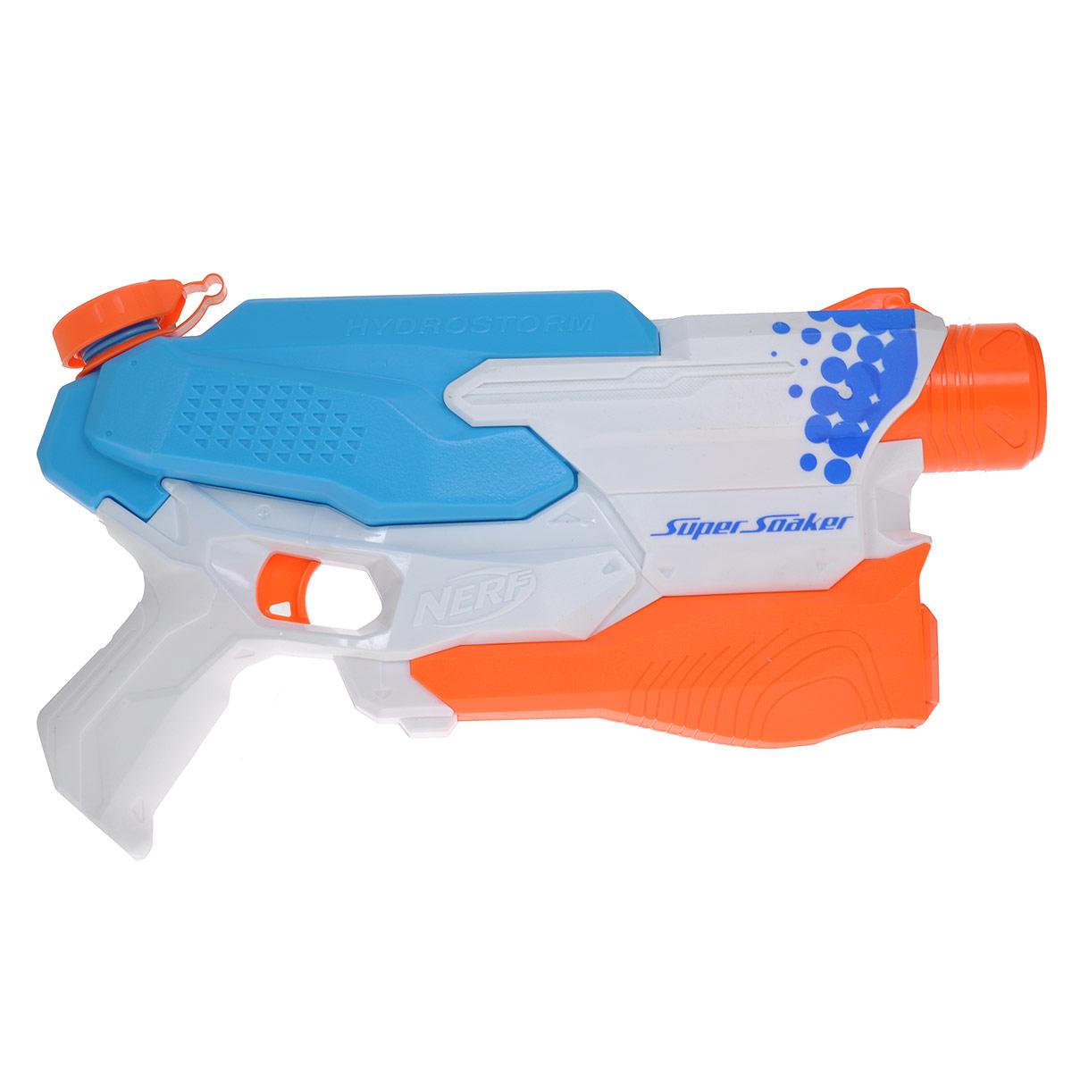 Nerf Водный бластер Super Soaker. Водяной Шторм, цвет: голубой, белыйA4841Водный бластер Nerf Super Soaker. Водяной Шторм станет отличным развлечением для детей в жаркую летнюю погоду. Этот яркий бластер, исключающий накачку воды, очень прост в использовании: залейте воду в резервуар, нажмите на курок, и он начнет стрелять струей воды. Резервуар подходит для кубиков льда. Порази своих соперников, выстрелив ледяной водой! Характеристики: Размер бластера (ДхШхВ): 34 см х 20 см х 6 см. Дальность выстрела: от 9 м. Объем емкости: 0,72 л. Размер упаковки (ДхШхВ): 35 см х 22,5 см х 7 см. Бластер работает от 6 батареек напряжением 1,5V типа AA (не входят в комплект).