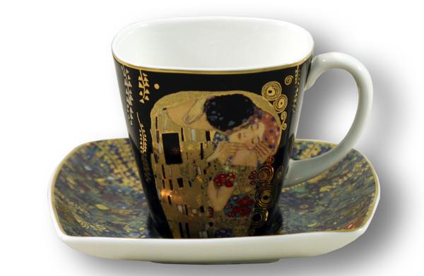 Чайная пара Goebel Поцелуй, 2 предметаGO66884727ALЧайная пара Goebel Поцелуй состоит из чашки и блюдца, изготовленных из высококачественного фарфора. Яркий дизайн изделий, несомненно, придется вам по вкусу. Чайная пара Goebel Поцелуй украсит ваш кухонный стол, а также станет замечательным подарком к любому празднику. Диаметр чашки (по верхнему краю): 7,5 см. Высота чашки: 6 см. Диаметр блюдца (по верхнему краю): 10,5 см. Объем чашки: 90 мл.