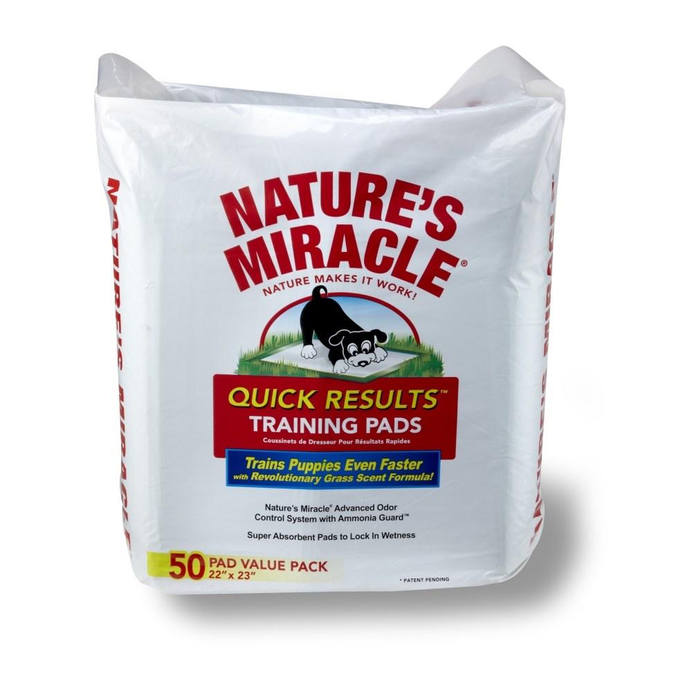 Пеленки для щенков 8 in 1 Natures Miracle, приучающие, 56 см х 58 см, 50 шт5052506Приучающие пеленки для щенков 8 in 1 Natures Miracle помогут вам в приучении собаки и избавят от неприятных запахов в доме. Многослойные приучающие пеленки содержат супер-абсорбирующие полимеры, впитывающие влагу и фиксирующие ее внутри пеленки, и дарят вам душевное спокойствие в поездках, когда животное надолго остается в одиночестве или с трудом поддается воспитанию. Пеленки Natures Miracle содержат аттрактанты, запах которых привлекает собак, и стимулирует их справлять нужду на пеленку. Пропитка с ароматом травы позволяет быстрее приучить собаку к улице после использования пеленок. Кроме того, пеленки Natures Miracle обладают Технологией контроля запахов, которая уничтожает неприятные запахи и препятствует их распространению по дому. Если вы будете поощрять животное использовать пеленку, собака перестанет ходить в туалет на ковры и другую трудно-очищаемую поверхность. Пеленки Natures Miracle идеально подходят для щенков в период приучения к гигиене и для маленьких...
