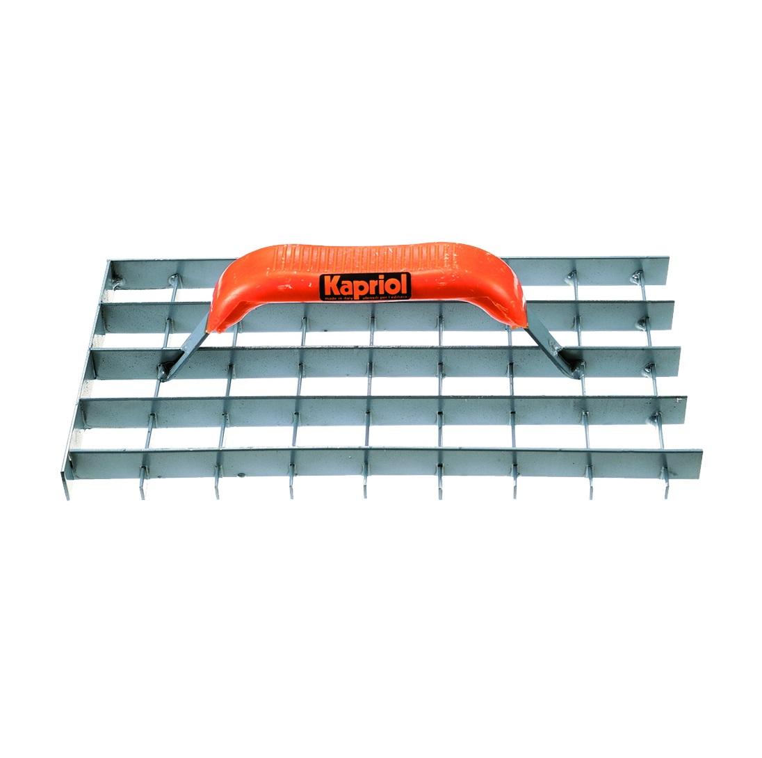 Терка штукатурная Kapriol, 17 см х 37 см23313Терка штукатурная сетчатая Kapriol используется для финишного выравнивания пористого бетона. Особенности: Металлическое полотно состоит из множества ячеек; Терка предназначена для финишного выравнивания пористых растворов, например бетона; Рукоятка соединена с основанием с помощью точечной сварки; Пластиковая ручка.
