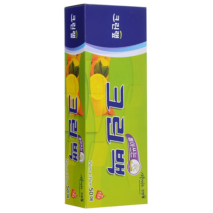 Пакеты фасовочные для СВЧ Clean Wrap Clean Bag, 25 cм х 35 cм, 50 шт22107Фасовочные пакеты Clean Wrap Clean Bag изготовлены из полиэтилена высокой плотности, одобренного Управлением по контролю за качеством пищевых продуктов и лекарственных средств США (FDA). Специально разработанный волнообразный край пакета выдерживает большое давление, таким образом, препятствуя его протеканию и разрыву. Запатентованный способ быстрого извлечения пакета. Сохраняет свежесть продуктов и препятствует их высыханию. Безопасен при использовании в СВЧ. Способы использования: - для хранения продуктов (завтраков, сэндвичей, хлеба, фруктов, овощей, остатков пищи), - для заморозки мяса, рыбы, моллюсков, - для пищевых отходов и корма для животных, - для подогревания пищи в СВЧ (при использовании в СВЧ не предназначенных для этого пленок могут выделяться опасные соединения хлора), - для хранения личных вещей и предметов гигиены.