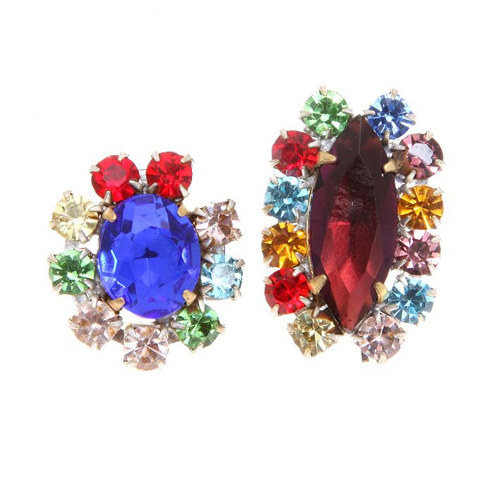 Комплект из двух кулонов Восхищение. Крупные кристаллы вишневого и синего цветов, разноцветные стразы, бижутерный сплав. Чехословакия, 1960-е годы306-14183/EifelTowerКомплект из двух кулонов Восхищение. Крупные кристаллы вишневого и синего цветов, разноцветные стразы, бижутерный сплав. Чехословакия, 1960-е годы. Размер кулона 3 х 2 см. и 2,5 х 2 см. Сохранность хорошая.