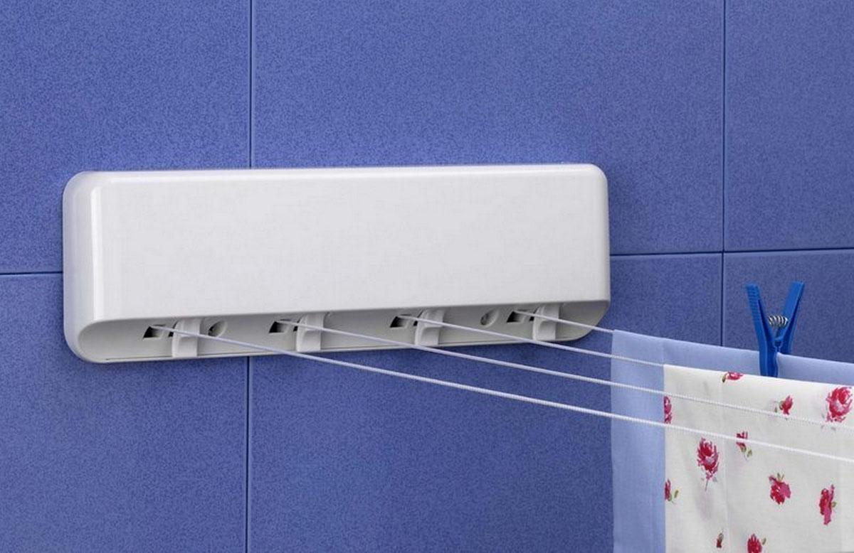Сушка навесная Rayen, автоматическая, цвет: белый, 4 струны, 20 м37003196Навесная сушка Rayen выполнена из пластика белого цвета. Идеально подходит для ванных комнат и балконов, также можно установить ее в любом удобном для вас месте. Сушилка крепится к стене, имеет 4 горизонтально расположенных веревки длиной по 5 м каждая. Сушилка имеет автоматическую обратную намотку веревок на барабан, поэтому после сушки веревки можно убрать внутрь. Сушилка легко монтируется при помощи дюбелей и шурупов (прилагаются в комплекте).