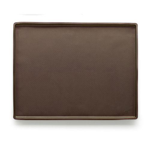 Коврик кулинарный Lekue, цвет: коричневый, 39 см х 30 см0231240CO01M020При разработке универсального коврика Lekue использовались инновационные технологии и современный материал - силикон. Коврик обладает максимальными антипригарными свойствами, более равномерной теплоотдачей и гарантирует наилучший результат. Идеально подходит для работы с шоколадом, карамелью, раскатки любого вида теста без использования муки. Не скользит на рабочей поверхности, не требует смазывания жиром. Выдерживает температуру от +220°С до - 60°С. Силикон абсолютно безвреден для здоровья, не впитывает запахи, не оставляет пятен, легко моется. Кулинарный коврик Lekue - практичный и необходимый подарок любой хозяйке! Не используйте нож для резки продукта на коврике. Предназначен для приготовления пищи в духовках газовых и электрических плит, СВЧ-печи, для замораживания. Можно мыть в посудомоечной машине. Высота стенки: 1 см. Размер коврика: 38,5 см х 28,5 см.