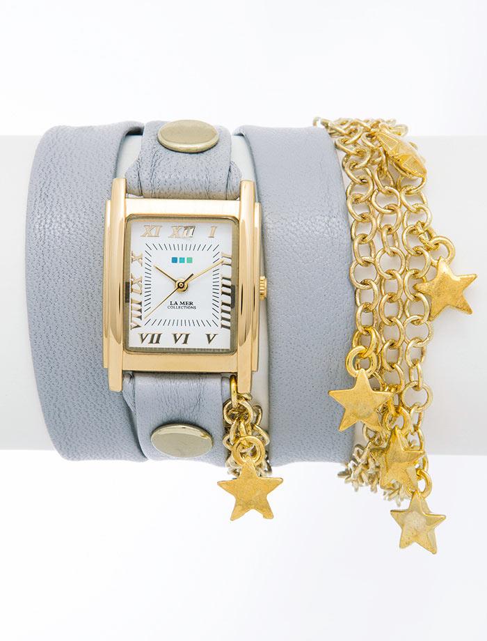 Часы женские наручные La Mer Collections Charm Cloud Grey Gold Star. LMCW5001xLMCW5001xЖенские наручные часы Charm Cloud Grey Gold Star позволят вам выделиться из толпы и подчеркнуть свою индивидуальность. Часы оснащены японским кварцевым механизмом SEIKO. Ремешок выполнен из натуральной итальянской кожи с матовой поверхностью и оформлен позолоченными цепочками, декорированными подвесками в форме звезд. Корпус часов изготовлен из сплава металлов золотистого цвета. Циферблат оснащен часовой, минутной и секундной стрелками и защищен минеральным стеклом. Циферблат оформлен римскими цифрами и отметками. Часы застегиваются на классическую застежку. Часы хранятся на специальной подушечке в футляре из искусственной кожи, крышка которого оформлена логотипом компании La Mer Collection.