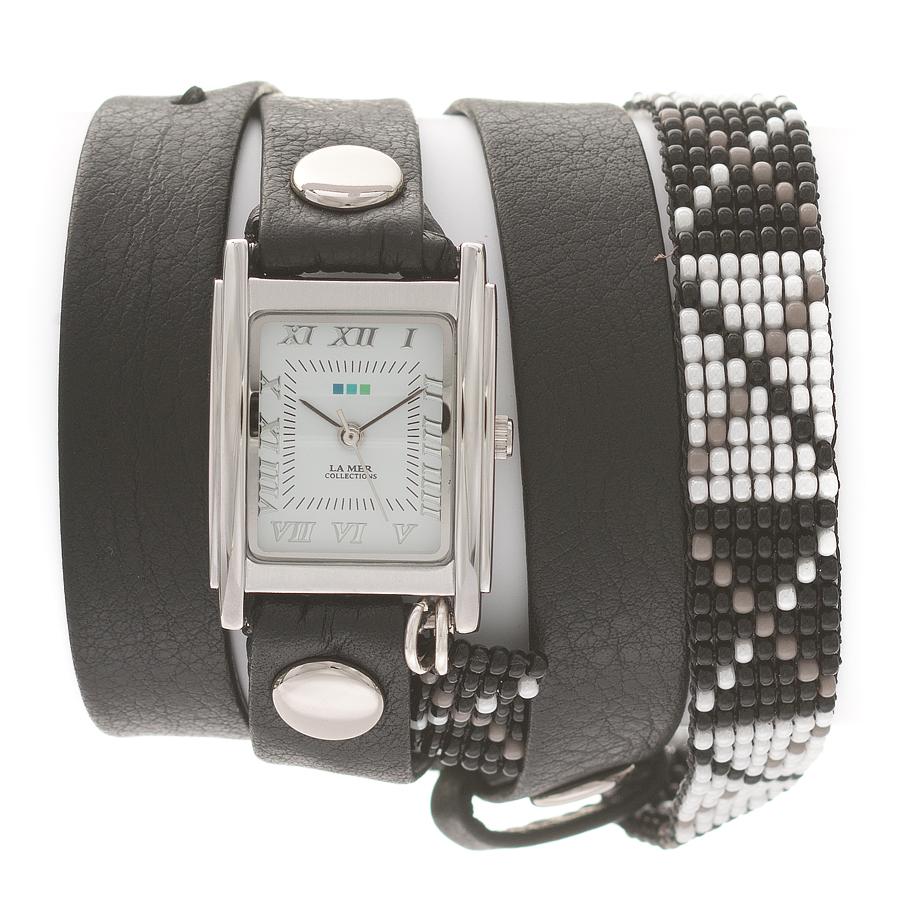 Часы наручные женские La Mer Collections Guatemala Beaded Black- Black X -Silver. LMGUAT004LMGUAT004Часы оснащены японским кварцевым механизмом. Корпус прямоугольной формы выполнен из нержавеющей стали серебристого цвета. Оригинальный кожаный ремешок черного цвета отделан металлическими клепками и дополнен браслетом, выполненный из бисера. Каждая модель женских наручных часов La Mer Collections имеет эксклюзивный дизайн, в основу которого положено необычное сочетание классических циферблатов с удлиненными кожаными ремешками. Оборачиваясь вокруг запястья несколько раз, они образуют эффект кожаного браслета, превращая часы в женственный аксессуар, который великолепно дополнит другие аксессуары и весь образ в целом. Дизайн La Mer Collections отвечает всем последним тенденциям моды и превосходно сочетается с модными сумками, ремнями, обувью и другими элементами гардероба современных девушек. Часы La Mer - это еще и отличный подарок любимой девушке, сестре или подруге на день рождения, восьмое марта или новый год!