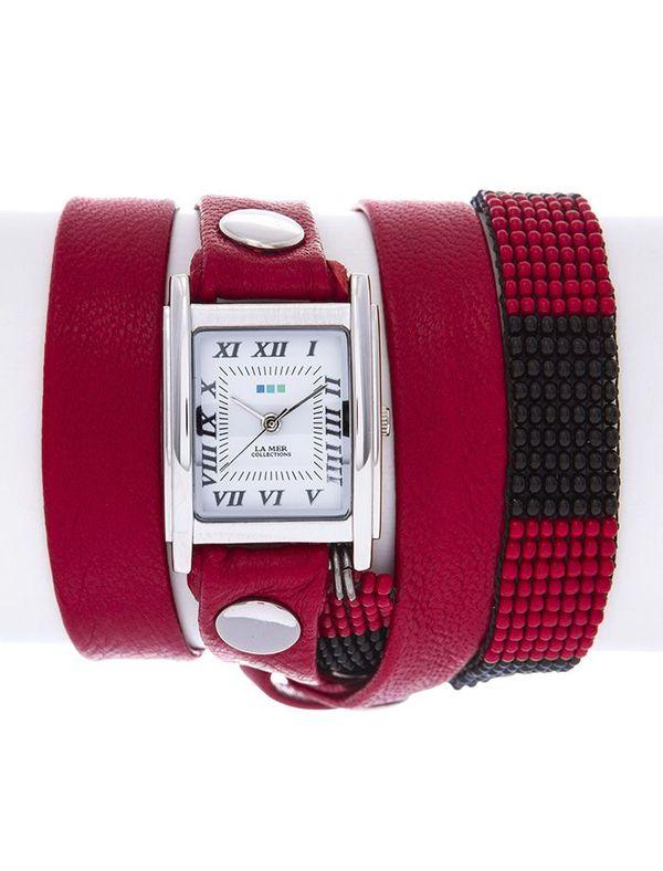 Часы наручные женские La Mer Collections Guatemala Beaded Red/Black Silver. LMGUAT008LMGUAT008Часы оснащены японским кварцевым механизмом. Корпус прямоугольной формы выполнен из нержавеющей стали серебристого цвета. Оригинальный кожаный ремешок красного цвета отделан металлическими клепками и дополнен браслетом, выполненный из бисера. Каждая модель женских наручных часов La Mer Collections имеет эксклюзивный дизайн, в основу которого положено необычное сочетание классических циферблатов с удлиненными кожаными ремешками. Оборачиваясь вокруг запястья несколько раз, они образуют эффект кожаного браслета, превращая часы в женственный аксессуар, который великолепно дополнит другие аксессуары и весь образ в целом. Дизайн La Mer Collections отвечает всем последним тенденциям моды и превосходно сочетается с модными сумками, ремнями, обувью и другими элементами гардероба современных девушек. Часы La Mer - это еще и отличный подарок любимой девушке, сестре или подруге на день рождения, восьмое марта или новый год!