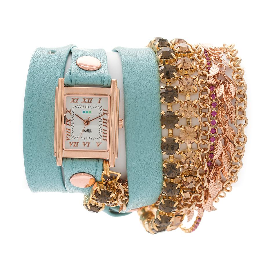 Часы женские наручные La Mer Collections Crystal Amalfi. LMMULTI2003LMMULTI2003Часы оснащены японским кварцевым механизмом. Корпус прямоугольной формы выполнен из нержавеющей стали золотистого цвета. Оригинальный кожаный ремешок голубого цвета отделан металлическими клепками и дополнен связкой цепочек и стразами Swarovski. Каждая модель женских наручных часов La Mer Collections имеет эксклюзивный дизайн, в основу которого положено необычное сочетание классических циферблатов с удлиненными кожаными ремешками. Оборачиваясь вокруг запястья несколько раз, они образуют эффект кожаного браслета, превращая часы в женственный аксессуар, который великолепно дополнит другие аксессуары и весь образ в целом. Дизайн La Mer Collections отвечает всем последним тенденциям моды и превосходно сочетается с модными сумками, ремнями, обувью и другими элементами гардероба современных девушек. Часы La Mer - это еще и отличный подарок любимой девушке, сестре или подруге на день рождения, восьмое марта или новый год!