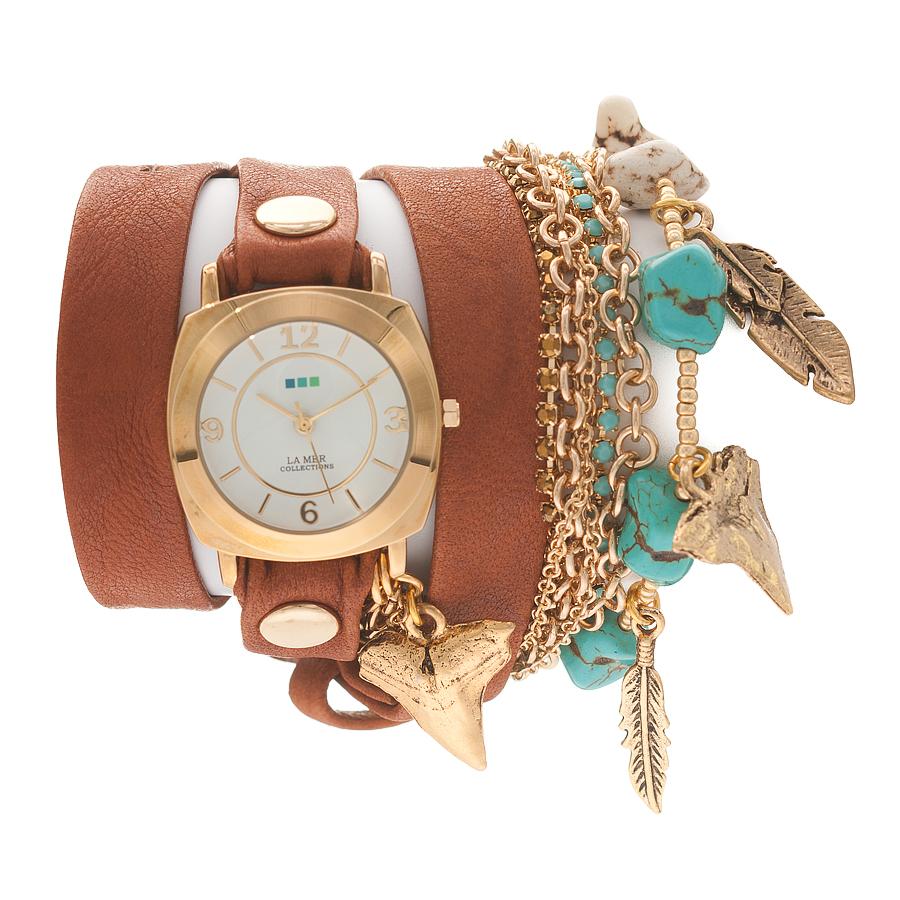 Часы наручные женские La Mer Collections Charm Navajo Tobacco. LMMULTI2005LMMULTI2005Часы оснащены японским кварцевым механизмом. Корпус круглой формы выполнен из нержавеющей стали золотистого цвета. Оригинальный кожаный ремешок рыжего цвета отделан металлическими клепками и дополнен связкой цепочек и камнями. Каждая модель женских наручных часов La Mer Collections имеет эксклюзивный дизайн, в основу которого положено необычное сочетание классических циферблатов с удлиненными кожаными ремешками. Оборачиваясь вокруг запястья несколько раз, они образуют эффект кожаного браслета, превращая часы в женственный аксессуар, который великолепно дополнит другие аксессуары и весь образ в целом. Дизайн La Mer Collections отвечает всем последним тенденциям моды и превосходно сочетается с модными сумками, ремнями, обувью и другими элементами гардероба современных девушек. Часы La Mer - это еще и отличный подарок любимой девушке, сестре или подруге на день рождения, восьмое марта или новый год!
