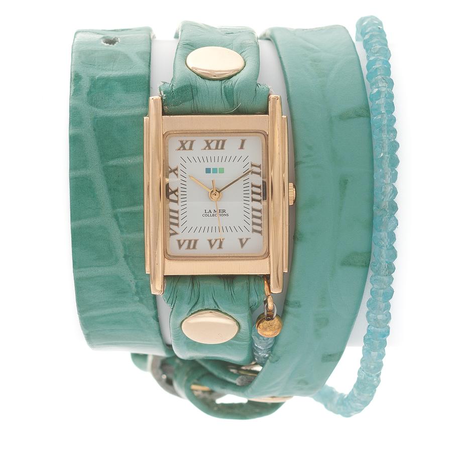 Часы наручные женские La Mer Collections Stones Apatite Aqua Croco. LMPREC003LMPREC003Часы оснащены японским кварцевым механизмом. Корпус прямоугольной формы выполнен из нержавеющей стали золотистого цвета. Оригинальный кожаный ремешок светло-зеленого цвета отделан металлическими клепками и дополнен декоративными камнями. Каждая модель женских наручных часов La Mer Collections имеет эксклюзивный дизайн, в основу которого положено необычное сочетание классических циферблатов с удлиненными кожаными ремешками. Оборачиваясь вокруг запястья несколько раз, они образуют эффект кожаного браслета, превращая часы в женственный аксессуар, который великолепно дополнит другие аксессуары и весь образ в целом. Дизайн La Mer Collections отвечает всем последним тенденциям моды и превосходно сочетается с модными сумками, ремнями, обувью и другими элементами гардероба современных девушек. Часы La Mer - это еще и отличный подарок любимой девушке, сестре или подруге на день рождения, восьмое марта или новый год!