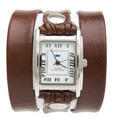 Часы женские наручные La Mer Collections Simple Brown Silver. LMSTW1004LMSTW1004Женские наручные часы Simple Brown Silver позволят вам выделиться из толпы и подчеркнуть свою индивидуальность. Часы оснащены японским кварцевым механизмом SEIKO. Ремешок выполнен из натуральной итальянской кожи с матовой поверхностью и декорирован заклепками. Корпус часов изготовлен из сплава металлов серебристого цвета. Циферблат оснащен часовой, минутной и секундной стрелками и защищен минеральным стеклом. Циферблат оформлен римскими цифрами и отметками. Часы застегиваются на классическую застежку. Часы хранятся на специальной подушечке в футляре из искусственной кожи, крышка которого оформлена логотипом компании La Mer Collection.