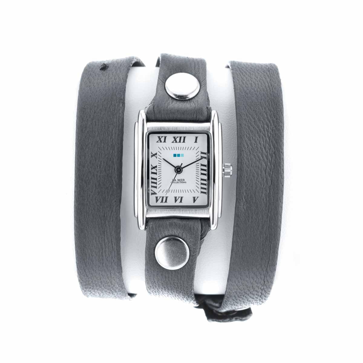 Часы женские наручные La Mer Collections Simple Grey/Silver. LMSTW1013LMSTW1013Женские наручные часы Simple Grey/Silver позволят вам выделиться из толпы и подчеркнуть свою индивидуальность. Часы оснащены японским кварцевым механизмом SEIKO. Ремешок выполнен из натуральной итальянской кожи с матовой поверхностью и декорирован заклепками. Корпус часов изготовлен из сплава металлов серебристого цвета. Циферблат оснащен часовой, минутной и секундной стрелками и защищен минеральным стеклом. Циферблат оформлен римскими цифрами и отметками. Часы застегиваются на классическую застежку. Часы хранятся на специальной подушечке в футляре из искусственной кожи, крышка которого оформлена логотипом компании La Mer Collection.