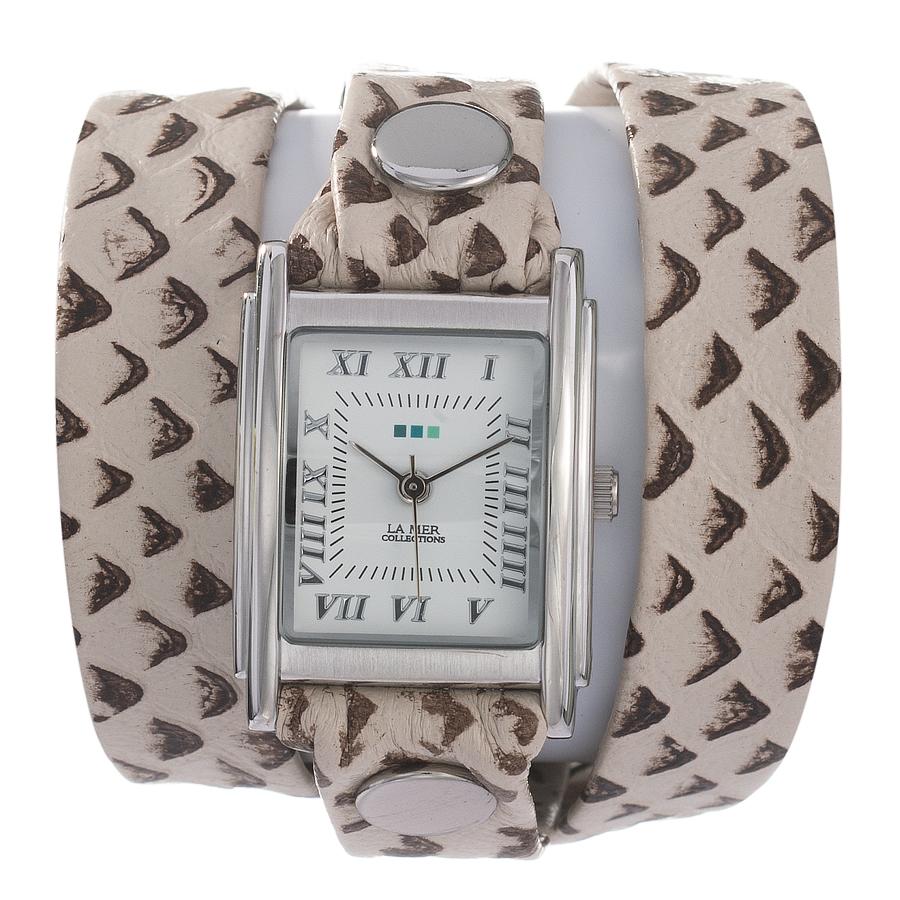 Часы наручные женские La Mer Collections Simple Raptor. LMSTW7003LMSTW7003Часы оснащены японским кварцевым механизмом. Корпус прямоугольной формы выполнен из нержавеющей стали серебристого цвета. Оригинальный кожаный ремешок молочного цвета отделан металлическими клепками. Каждая модель женских наручных часов La Mer Collections имеет эксклюзивный дизайн, в основу которого положено необычное сочетание классических циферблатов с удлиненными кожаными ремешками. Оборачиваясь вокруг запястья несколько раз, они образуют эффект кожаного браслета, превращая часы в женственный аксессуар, который великолепно дополнит другие аксессуары и весь образ в целом. Дизайн La Mer Collections отвечает всем последним тенденциям моды и превосходно сочетается с модными сумками, ремнями, обувью и другими элементами гардероба современных девушек. Часы La Mer - это еще и отличный подарок любимой девушке, сестре или подруге на день рождения, восьмое марта или новый год! Механизм : Кварцевый SEIKO (Япония) Размер циферблата : 25/22/8 мм. Материал корпуса: сплав...