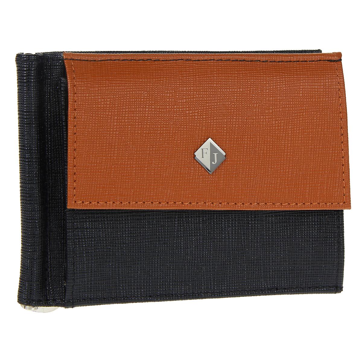 Зажим для купюр Flioraj, цвет: черный, рыжий. 1527-05/04/F1527-05/04/F черн-рыжЗажим для купюр Flioraj выполнен из натуральной кожи черного цвета с отделкой из кожи рыжего цвета. На лицевой стороне зажима находится небольшой карман для мелочи, закрывающийся на кнопку. Внутри имеется отодвигающийся металлический зажим и два сетчатых кармана. Зажим для купюр закрывается на кнопку. Зажим упакован в подарочную упаковку из плотного картона. Зажим для купюр Flioraj станет отличным подарком человеку, ценящему практичные и стильные вещи, а качество его исполнения представит такой подарок в самом выгодном свете. Характеристики: Материал: натуральная кожа, металл. Размер в сложенном виде: 12 см х 9 см х 1 см. Цвет: черный, рыжий. Размер упаковки: 16,5 см х 15 см х 4 см. Артикул: 1527-05/04/F.