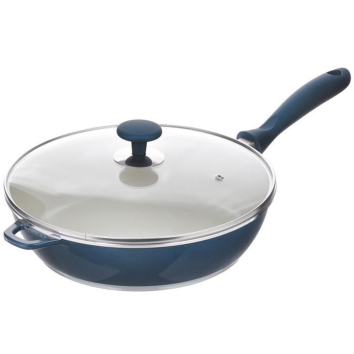 Сковорода Rainstahl с крышкой, 3,6 л. 7968RS7968RSСковорода Rainstahl будет уместна на любой кухне и понравится каждой хозяйке. Она изготовлена из литого алюминия и имеет внешнее жаропрочное керамическое покрытие. Для удобного использования сковорода снабжена бакелитовой ручкой. Крышка, изготовленная из высококачественного стекла, имеет металлический обод по краю и отверстие для выхода пара. Такая крышка позволяет следить за процессом приготовления пищи без потери тепла. Она плотно прилегает к краю сковороды, сохраняя аромат блюд. Подходит для использования в электрических, газовых, стеклокерамических, индукционных плитах. Можно мыть в посудомоечной машине. Характеристики: Материал: литой алюминий, пластик, стекло. Внутренний диаметр сковороды: 28 см. Высота стенок: 7,5 см. Объем: 3,6 л. Длина ручки: 20 см. Размер упаковки: 30 см х 28 см х 9 см. Артикул: 7968RS.