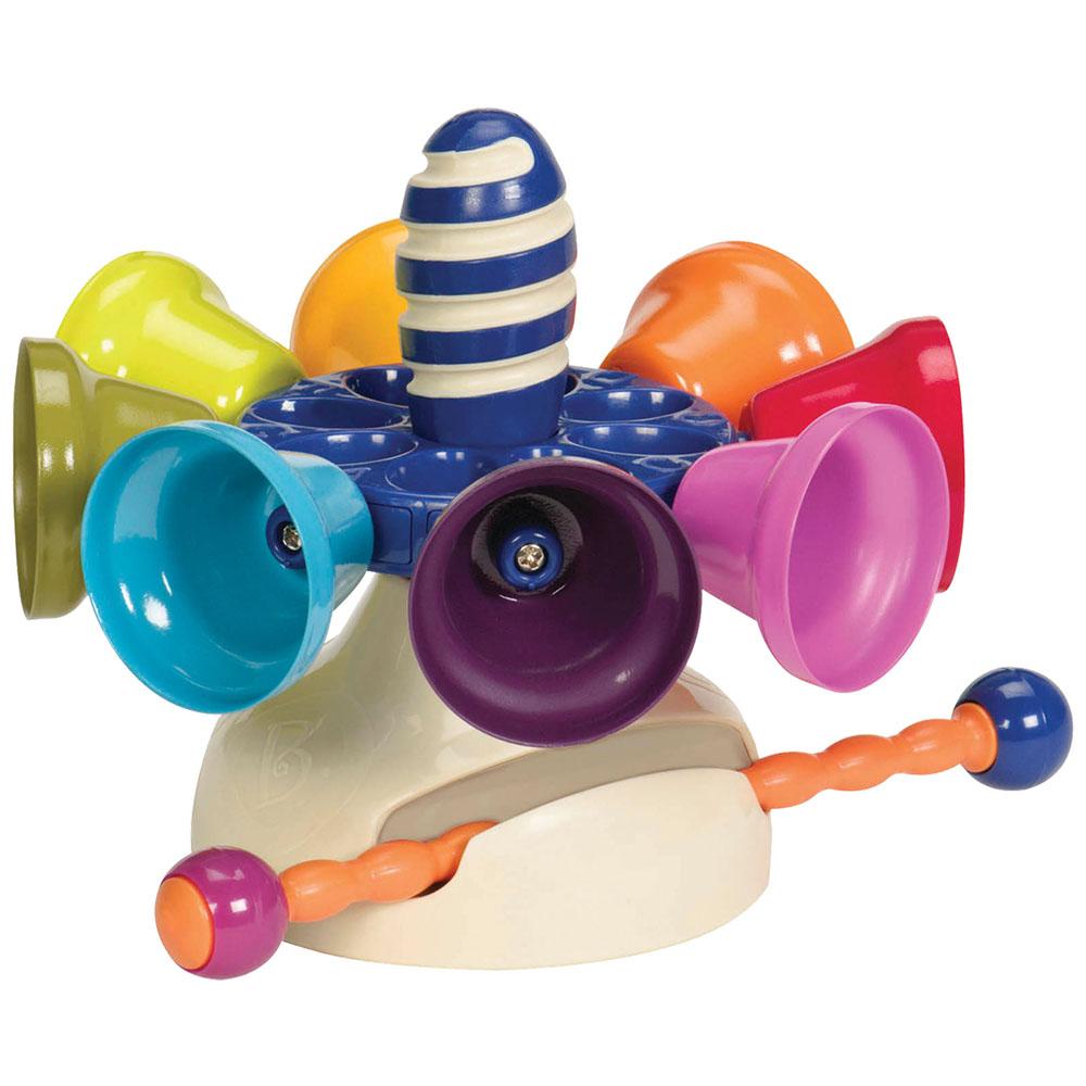 Музыкальная игрушка B.Dot Карусель колокольчиков68648Музыкальная игрушка B.Dot Карусель колокольчиков поможет вашему ребенку в развитии музыкального слуха и чувства ритма. Она представляет собой основу, к которой крепятся восемь разноцветных металлических колокольчиков, и специальную палочку. Колокольчики прекрасно передают звук, каждый из них имеет свой тон. Можно раскрутить карусель, и ударяя палочкой по колокольчикам, сочинять музыку. В комплект входит буклет, в котором записаны семь мелодий, которые малыш сможет самостоятельно сыграть. Игрушка Карусель колокольчиков предоставит вашему ребенку возможность порадовать друзей и близких замечательным концертом.