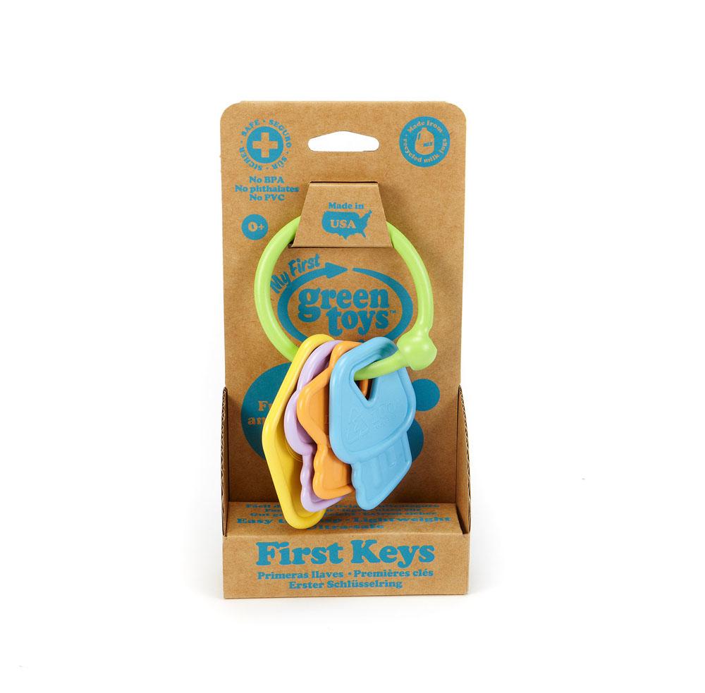 Погремушка-прорезыватель Green Toys Ключики70767Яркая погремушка-прорезыватель Green Toys Ключики привлечет внимание вашего малыша и не позволит ему скучать. Игрушка выполнена из экологически чистого материала в виде колечка, на которое нанизаны четыре цветных элемента, три из которых выполнены в виде ключа. Ключики имеют рельефные края, благодаря чему, малыш может их использовать как прорезыватели. Элементы, нанизанные на колечко, выполняют роль погремушки. Благодаря удобной форме, погремушка-прорезыватель идеально подходит для маленькой ручки малыша. Игра с погремушкой-прорезывателем Green Toys Ключики поможет малышу развить слуховое и цветовое восприятия, мелкую моторику рук и концентрацию внимания.
