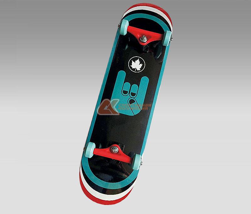 Скейтборд MaxCity Rock, цветной принт, дека 79 см х 20 см2770960904516Cкейтборды MaxCity - это самый подходящий вариант для начинающих скейтбордистов и просто любителей. Качественные материалы изготовления дадут вам полностью ощутить удовольствие от катания, а надежные комплектующие позволят выполнять несложные трюки без риска повредить доску. MaxCity - это качество по приемлемой цене. Нижняя часть деки украшена оригинальным рисунком.