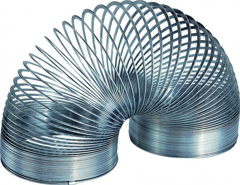 Пружинка Slinky, металлическая, в ретро-коробочкеСЛ105BLМеталлическая пружинка Slinky - классика жанра, самый популярный и распространенный вид. Специальный плоский профиль витков обеспечивает плавный и мягкий эффект перекатывания исключает возможность случайного запутывания во время игры. Именно эта пружинка отлично шагает по лестнице, благодаря большему весу и упругости по сравнению с пластиковыми Slinky. Существует так же окрашенная цветная пружинка Slinky, которая отличается от этой цветной окраской и продается в круглой пластиковой упаковке в форме цилиндра или баночки.