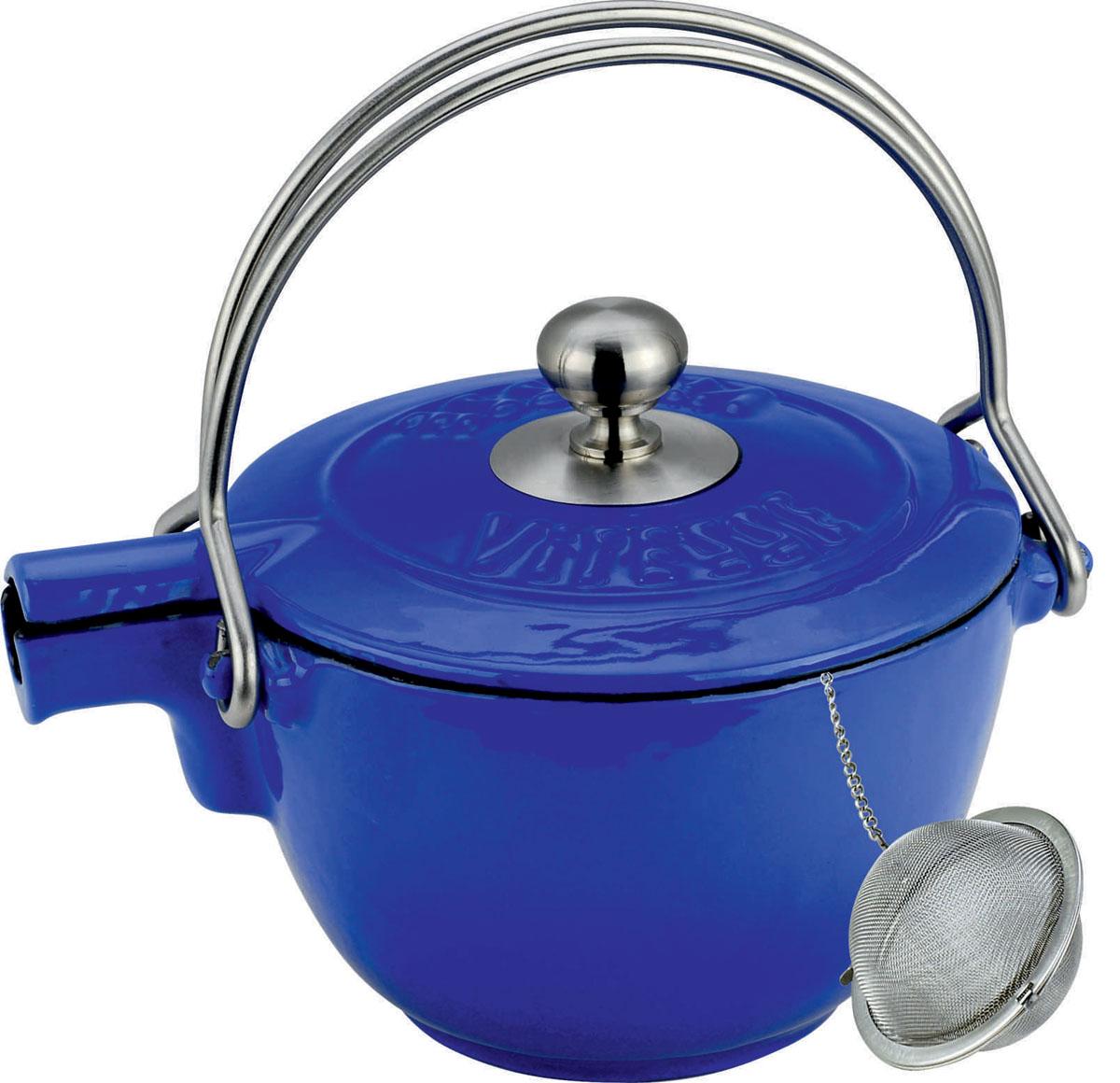 Чайник заварочный Vitesse Ferro, с ситечком, цвет: синий, 1,15 лVS-2329Заварочный чайник Vitesse Ferro изготовлен из чугуна с эмалированной внутренней и внешней поверхностью. Эмалированный чугун - это железо, на которое наложено прочное стекловидное эмалевое покрытие. Такая посуда отлично подходит для приготовления традиционной здоровой пищи. Чугун является наилучшим материалом, который долго удерживает и равномерно распределяет тепло. Благодаря особым качествам эмали, чем дольше вы используете посуду, тем лучше становятся ее эксплуатационные характеристики. Чугун обладает высокой прочностью, износоустойчивостью и антикоррозийными свойствами. Чайник оснащен двумя металлическими ручками и крышкой. Металлическое ситечко на цепочке с крючком - в комплекте. Можно готовить на газовых, электрических, стеклокерамических, галогенных, индукционных плитах. Подходит для мытья в посудомоечной машине. Высота чайника (без учета ручки и крышки): 10,5 см. Диаметр чайника (по верхнему краю): 15,5 см. Диаметр ситечка: 6 см....