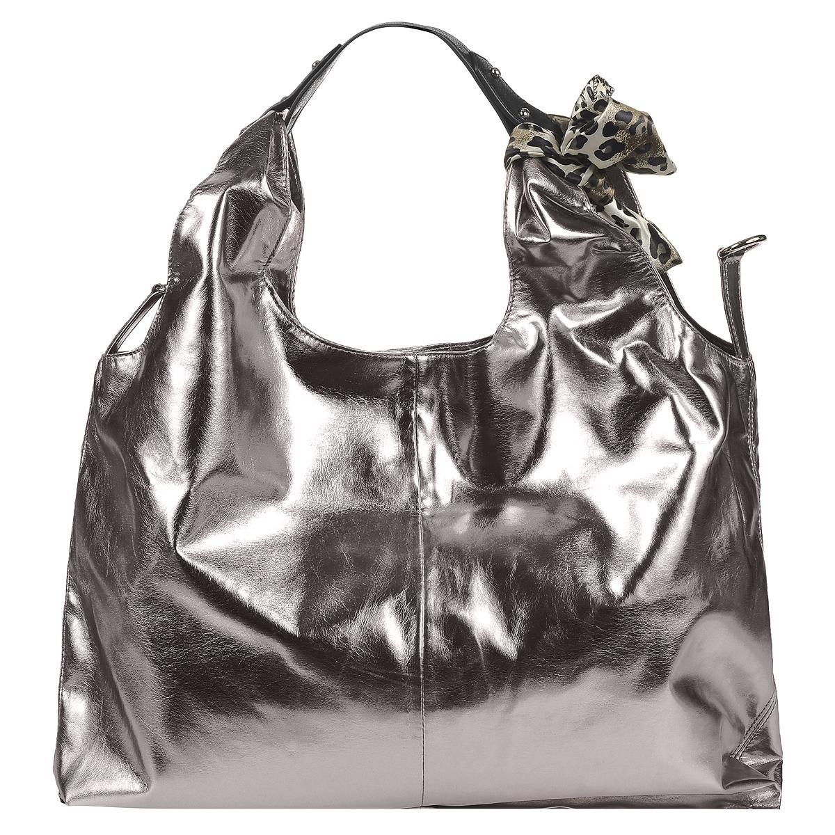 Сумка женская Fancy Bag, цвет: серый. 0106-770106-77 серыйСтильная сумка Fancy bag выполнена из искусственной кожи серого цвета. Сумка имеет одно вместительное отделение, закрывающееся на магнитную кнопку. Внутри - вшитый карман на застежке-молнии, два накладных кармана для мелочей и мобильного телефона, а также вместительный съемный карман на застежке-молнии. Внутри этого кармана вшитый кармашек на молнии и два накладных кармашка для мелочей. Внутренний карман можно при необходимости вынуть или установить при помощи металлических кнопок. По бокам сумки два ремешка с карабинами для придания сумки формы в виде треугольника. Сумка оснащена удобной ручкой и шейным платком. В комплекте чехол для хранения. Этот стильный аксессуар станет великолепным дополнением вашего образа. Характеристики: Материал: искусственная кожа, текстиль, металл. Цвет: серый. Размер сумки: 50 см х 2 см х 38 см. Длина ручки: 15 см. Артикул: 0106-77.