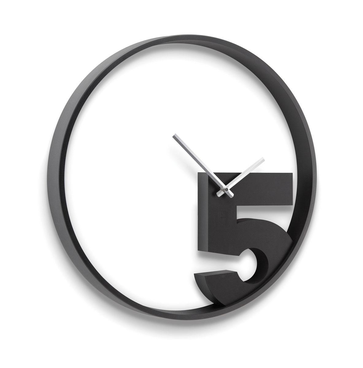 Часы настенные Take 5 черные118998-040Часы только с одной цифрой 5, которую ждут все люди, у которых в это время заканчивается работа.