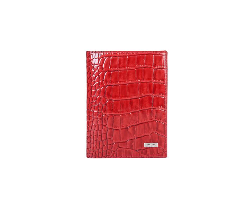 Бумажник водителя Tirelli Кроко, цвет: красный. 15-302-1615-302-16Бумажник водителя Tirelli Кроко изготовлен из натуральной кожи красного цвета с декоративным теснением под рептилию. Внутри содержится съемный блок из 6 прозрачных пластиковых файлов различного размера для автодокументов. Стильный бумажник не только защитит ваши документы, но и станет стильным аксессуаром, подчеркивающим ваш образ. Изделие упаковано в подарочную коробку синего цвета с логотипом фирмы Tirelli.