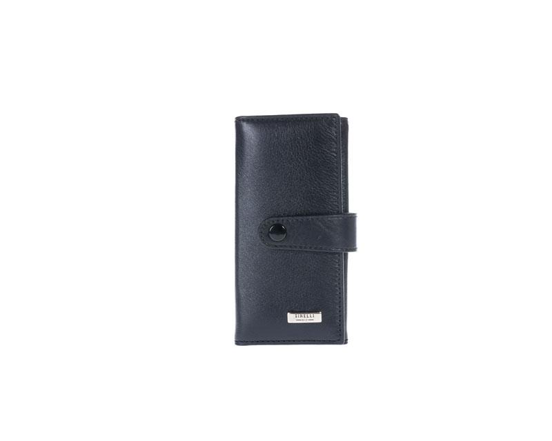 Ключница маленькая Tirelli Классик, цвет: черный. 15-334-0715-334-07Ключница Tirelli Классик, изготовленная из натуральной кожи черного цвета, закрывается при помощи хлястика на кнопку. Внутри расположено шесть металлических карабинов для ключей и два вертикальных кожаных кармашка. Этот аксессуар станет замечательным подарком человеку, ценящему качественные и практичные вещи. Изделие упаковано в подарочную коробку синего цвета с логотипом фирмы Tirelli. Характеристики: Материал: натуральная кожа, текстиль, металл. Цвет: черный. Размер ключницы (в закрытом виде): 12 см х 6 см х 1,5 см.