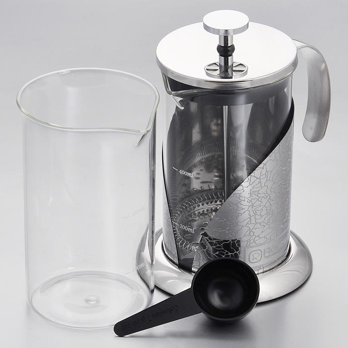 Френч-пресс Rondell Vintage, с ложечкой, 600 мл + запасная колбаRDS-364Френч-пресс Rondell Vintage выполнен из высококачественной пищевой нержавеющей стали с зеркальной полировкой и жаропрочного стекла. Жаропрочное стекло может выдерживать температуру до 180°С. Фильтр-поршень из нержавеющей стали обеспечивает равномерную циркуляцию воды и насыщенность напитка. С его помощью также можно регулировать степень крепости чая. Колба имеет отметки литража, что позволяет соблюдать рецептуру без дополнительных предметов. Френч-пресс оснащен теплосберегающей крышкой и удобной не нагревающейся ручкой. Основание френч-пресса снабжено нескользящей силиконовой вставкой. Особый шик и привлекательность придает эксклюзивный изысканный дизайн, не похожий на другие - рисунок в виде кракелюра. В комплект входит пластиковая мерная ложечка, сменная колба для удобства заваривания разных видов напитков и буклет с рецептами оригинальных напитков из чая и кофе. Френч-пресс Rondell Vintage позволит быстро и просто приготовить свежий и ароматный кофе или чай. ...