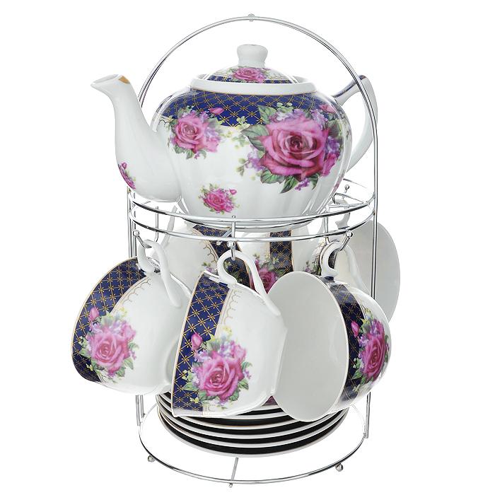 Набор чайный Lillo на подставке, 13 предметов. 213487213487Чайный набор Lillo состоит из шести чашек, шести блюдец и заварочного чайника. Предметы набора изготовлены из высококачественного фарфора и оформлены изображением роз. Все предметы располагаются на удобной металлической подставке с ручкой. Элегантный дизайн набора придется по вкусу и ценителям классики, и тем, кто предпочитает утонченность и изысканность. Он настроит на позитивный лад и подарит хорошее настроение с самого утра. Чайный набор Lillo идеально подойдет для сервировки стола и станет отличным подарком к любому празднику. Чайный набор упакован в красочную подарочную коробку из плотного картона. Характеристики: Материал: фарфор, металл. Объем чашки: 270 мл. Диаметр чашки по верхнему краю: 9,5 см. Высота чашки: 6 см. Диаметр блюдца: 15 см. Объем чайника: 1 л. Размер чайника (с учетом ручки и носика): 23 см х 15 см х 10 см. Размер подставки (Д х Ш х В): 18 см х 18 см х 31 см.