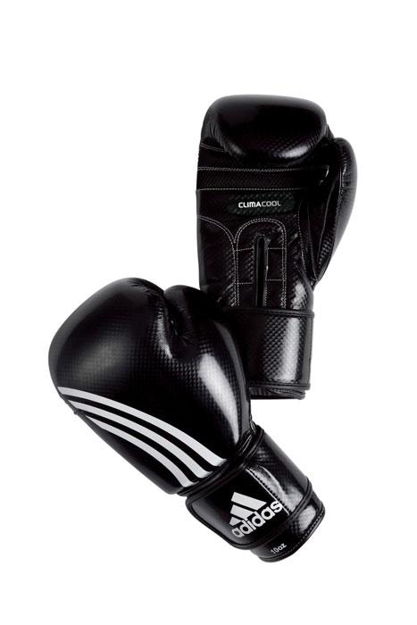 Перчатки боксерские Adidas Shadow, цвет: черный. adiBT031. Вес 8 унцийadiBT031Боксерские перчатки из искусственной кожи с отделкой внутренней области пальцев. Система ClimaCool - микровентиляция, способствует полному удалению внутренней влаги. Упругая застежка на липучке шириной 6,5 см. Новшество IMT (Интеллектуальная Технология Формовки)- пена с интегрированным гелем. Контрастное сшивание.