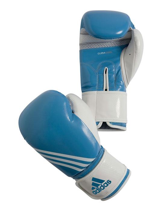 Перчатки боксерские Adidas Fitness, цвет: бело-голубой. adiBL05. Вес 8 унцийadiBL05Боксерские перчатки Adidas Fitness изготовлены из искусственной кожи с отделкой внутренней области пальцев. Тренировочная модель. Гелиевая набивка. Фиксация манжеты с помощью эластичной застежки велкро. Система ClimaCool - микровентиляция, способствует полному удалению внутренней влаги.