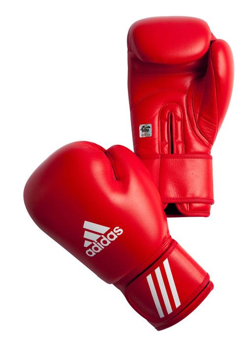 Перчатки боксерские Adidas Aiba, цвет: красный. AIBAG1. Вес 10 унцийAIBAG1Боксерские перчатки Adidas AIBA разработаны и спроектирован для обеспечения максимальной защиты. Перчатки сертифицированы Международной ассоциацией бокса (AIBA). Оболочка перчаток изготовлена из натуральной кожи, что увеличивает срок эксплуатации. Внутреннее наполнение из пены, изготовленной по технологии Air Cushion, обеспечивает отличную амортизацию ударных нагрузок. Фиксация манжеты с помощью эластичной застежки велкро.