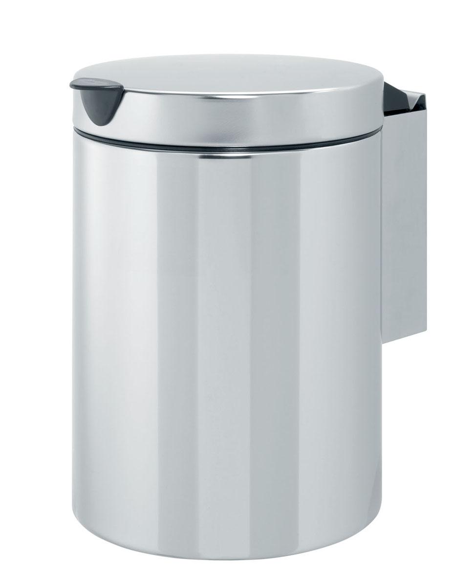 Мусорный бак Brabantia, настенный, цвет: серебристый, 3 л218644Компактный мусорный бак Brabantia изготовлен из коррозионностойкой стали. Идеально подходит для ванной комнаты и туалета. Крышка плотно прилегает к баку, надежно удерживая запах внутри. Съемное внутреннее ведро из пластика легко моется. Быстро и просто крепится к стене, при необходимости легко вынимается из кронштейна. Крепежные материалы и мусорные мешки входят в комплект.
