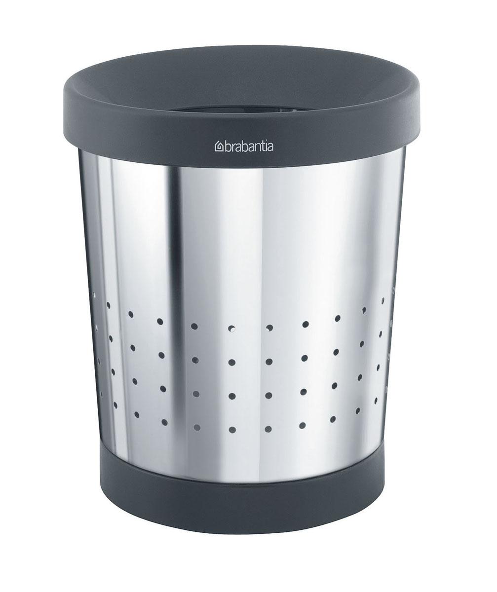 Корзина для бумаг Brabantia, 5 л. 364280364280Небольшая эстетичная корзина для бумаг Brabantia - практичное решение для любого помещения в доме. Съемный верхний элемент скрывает содержимое и обеспечивает удобную фиксацию мешков для мусора. Корзина выполнена из нержавеющей стали с зеркальной полировкой и пластика черного цвета. Съемный верхний обод позволяет удобно фиксировать мешок для мусора. Защитный пластиковый нижний обод предотвращает повреждение пола. Практичный дизайн позволяет очень эстетично спрятать содержимое. Идеально подходят мешки для мусора с завязками (размер В) (входят в комплект).