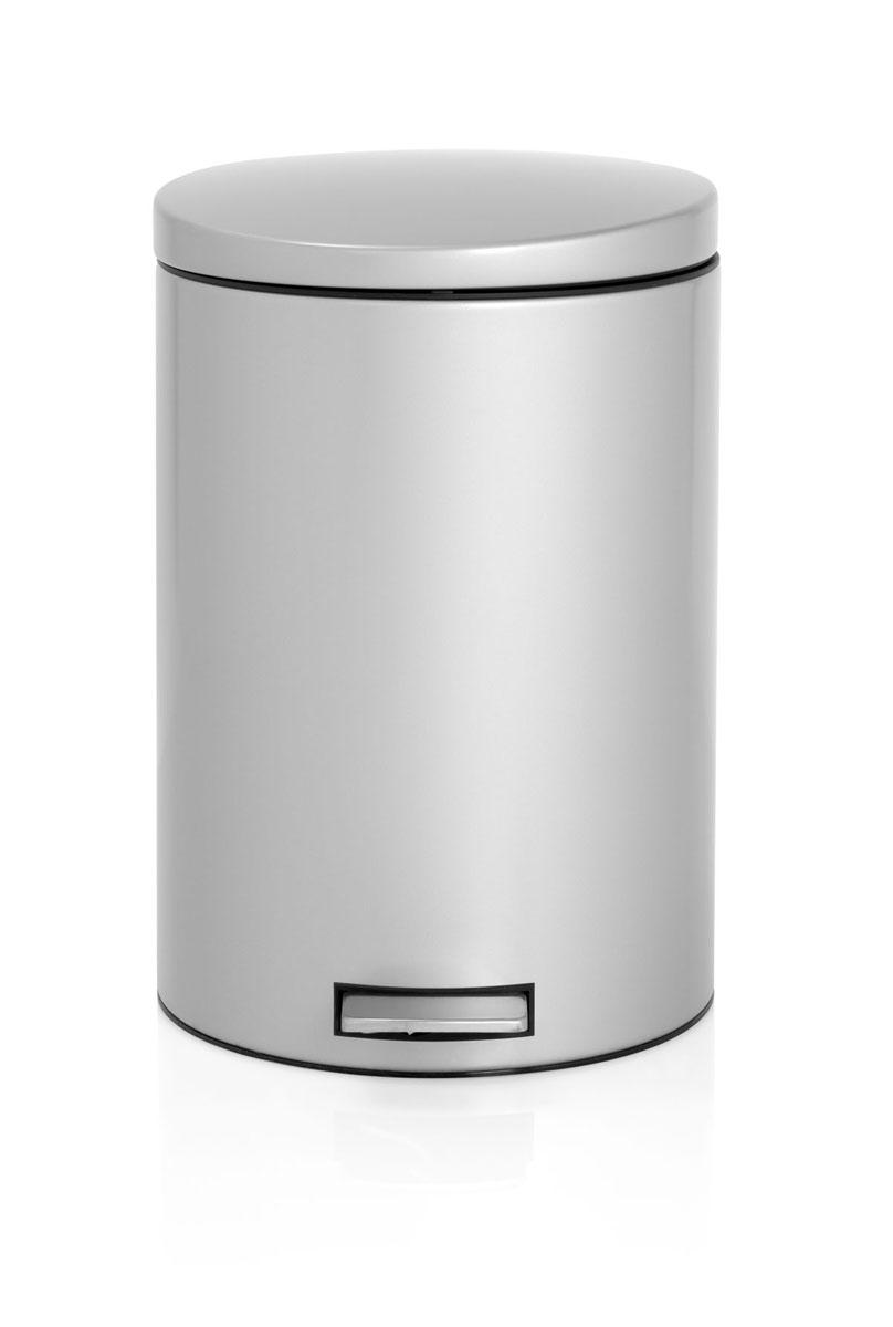 Бак мусорный Brabantia Бесшумный, с педалью, цвет: металлик, 20 л478307Элегантный и функциональный мусорный бак Brabantia с педалью на 20 литров идеально подходит для использования на кухне и сортировки мусора. Механизм MotionControl обеспечивает мягкое действие педали и бесшумное открывание крышки; Удобный в использовании - при открывании вручную крышка фиксируется в открытом положении, закрывается нажатием педали; Идеальное решение для раздельного сбора мусора - съемное отдельное ведро для отходов, пригодных для компостирования (1,5 л); Надежный педальный механизм, высококачественные коррозионно-стойкие материалы; Удобная очистка - съемное внутреннее пластиковое ведро; Отличная устойчивость даже на мокром и скользком полу – нескользящая основа; Предохранение пола от повреждений - пластиковое защитное основание; Всегда опрятный вид – идеально подходящие по размеру мешки для мусора с завязками (размер 15-20 л, размер E); 10-летняя гарантия Brabantia. Характеристики: Материал: сталь. Размер:...