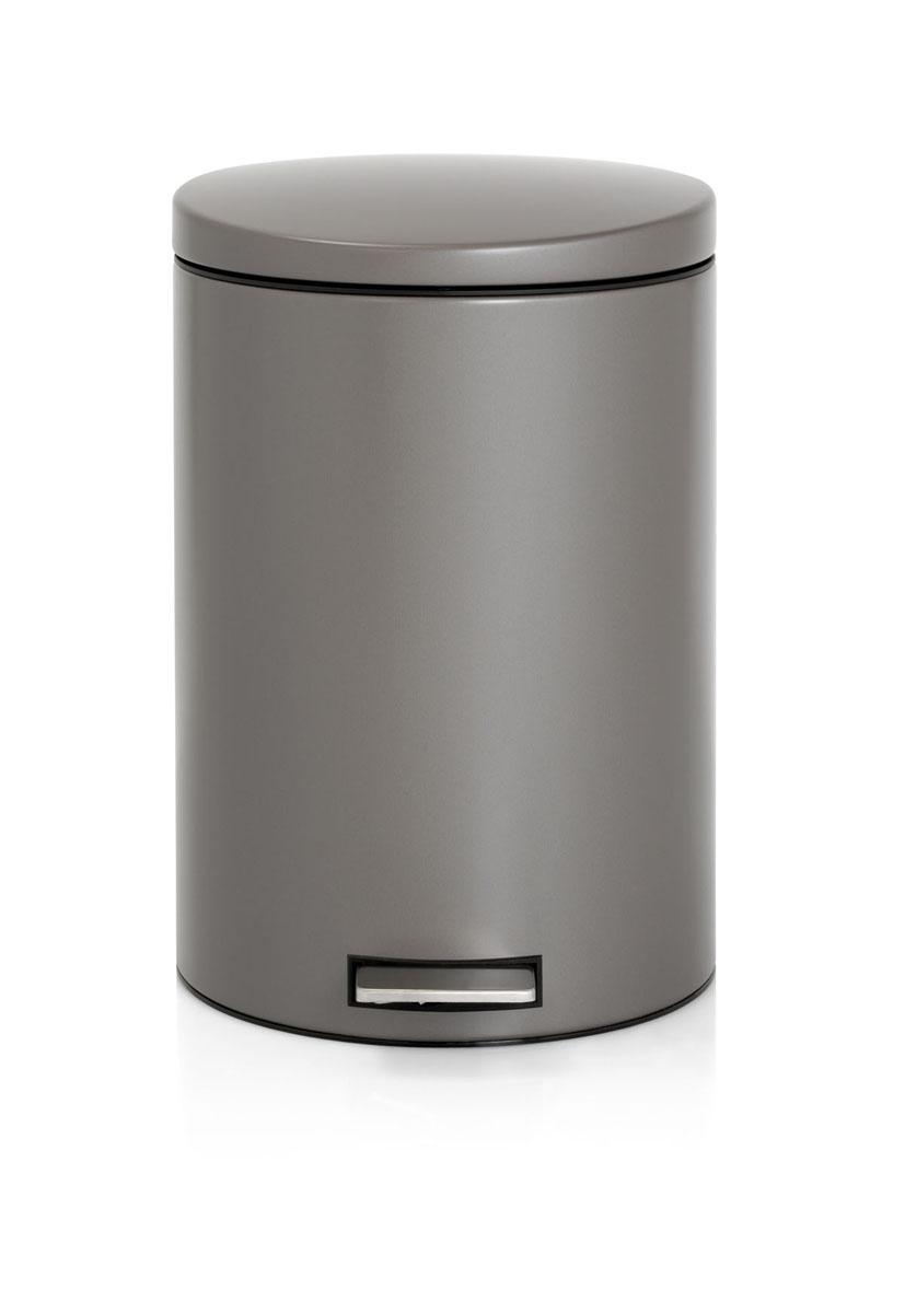 Бак мусорный Brabantia Бесшумный, с педалью, цвет: платиновый, 20 л478321Элегантный и функциональный мусорный бак Brabantia с педалью на 20 литров идеально подходит для использования на кухне и сортировки мусора. Механизм MotionControl обеспечивает мягкое действие педали и бесшумное открывание крышки; Удобный в использовании - при открывании вручную крышка фиксируется в открытом положении, закрывается нажатием педали; Идеальное решение для раздельного сбора мусора - съемное отдельное ведро для отходов, пригодных для компостирования (1,5 л); Надежный педальный механизм, высококачественные коррозионно-стойкие материалы; Удобная очистка - съемное внутреннее пластиковое ведро; Отличная устойчивость даже на мокром и скользком полу – нескользящая основа; Предохранение пола от повреждений - пластиковое защитное основание; Всегда опрятный вид – идеально подходящие по размеру мешки для мусора с завязками (размер 15-20 л, размер E); 10-летняя гарантия Brabantia.